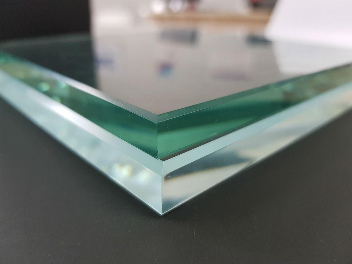 Преимущества осветленного стекла